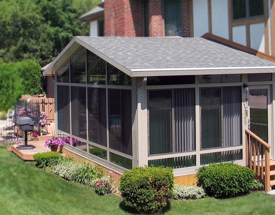 Sunrooms pergolas patio covers screen rooms for Backyard sunroom